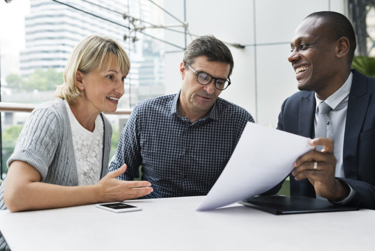 Advisor from a financial institutions offering insurance advice